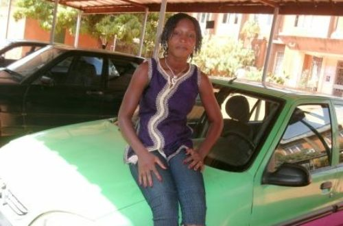 Article : Habibata Gansgné, la seule femme conductrice de taxi à Ouaga