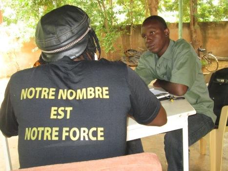 Le slogan du Balai Citoyen sur le dos du shirt de Sams'K Le Jah