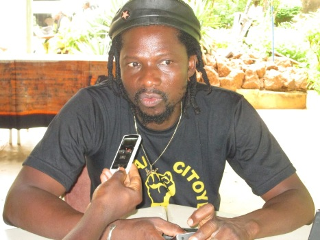 """Sams'K Le Jah estime que le """"Balai Citoyen"""" est différent du mouvement """"Y'en a marre"""""""