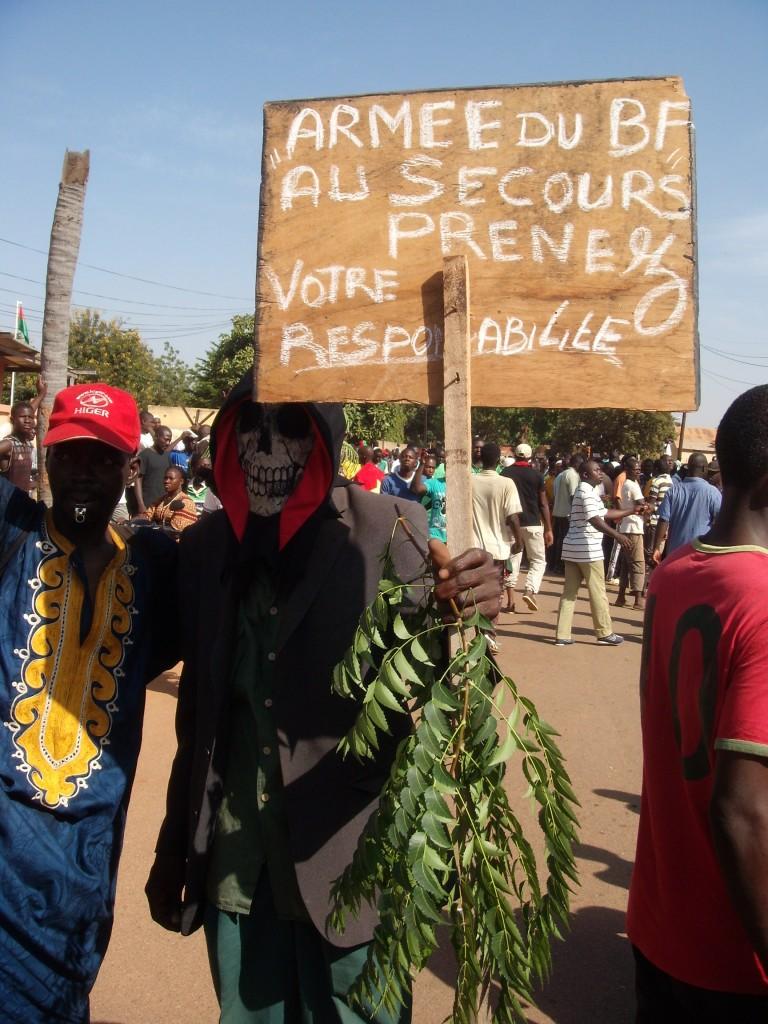 Les manifestants qui ont appelé l'armée à prendre le pouvoir ont par la suite récusé le lieutenant colonel Yacouba Isaac Zida nouveau Président et membre du Régiment de Sécurité Présidentielle (RSP)