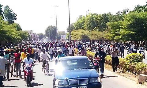 Le cortège conduisant Sara Séré Sérémé à la télévision nationale du Burkina Faso