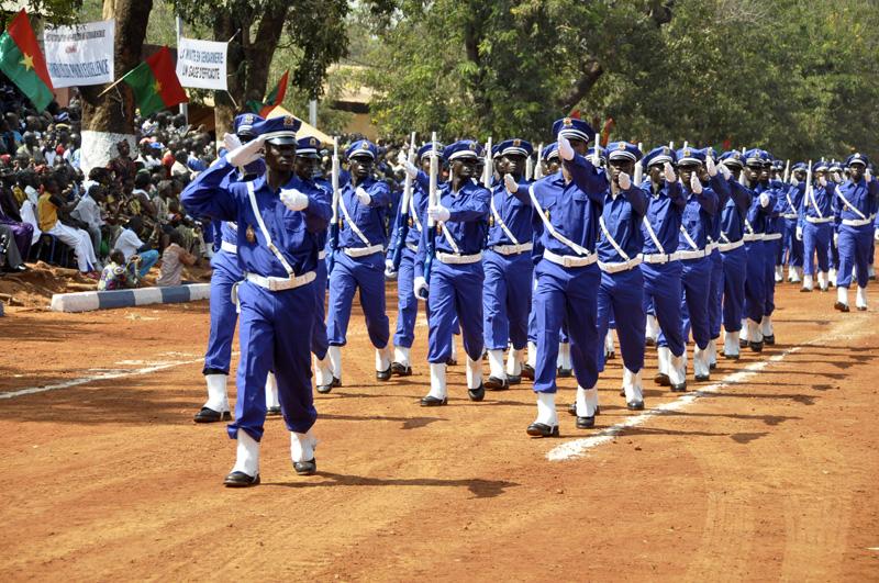 Au delà des gendarmes, toutes les forces de défenses et de sécurité doivent être suffisamment armées (ph.https://www.gouvernement.gov.bf)