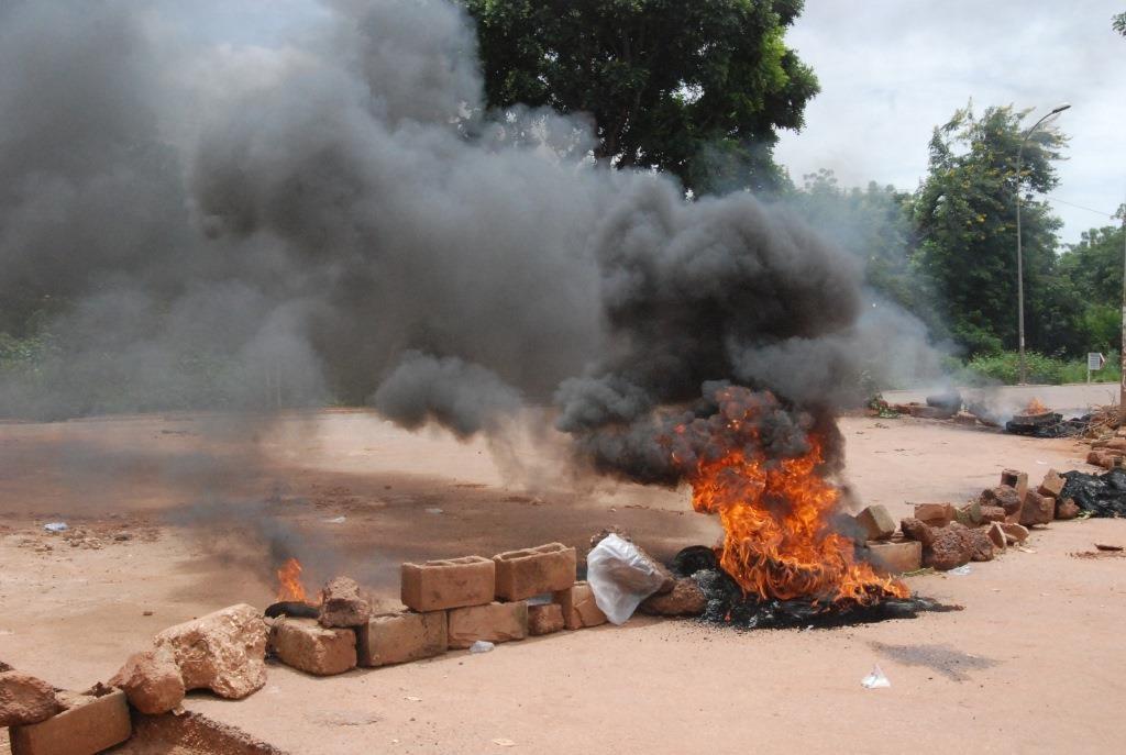 Les routes étaient également barricadées au quartier Somgandé
