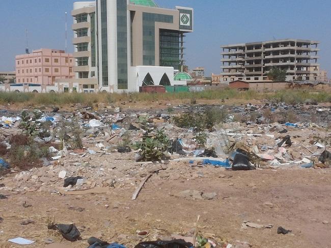 A la future ZACA, les immeubles côtoient les dépotoirs d'ordures