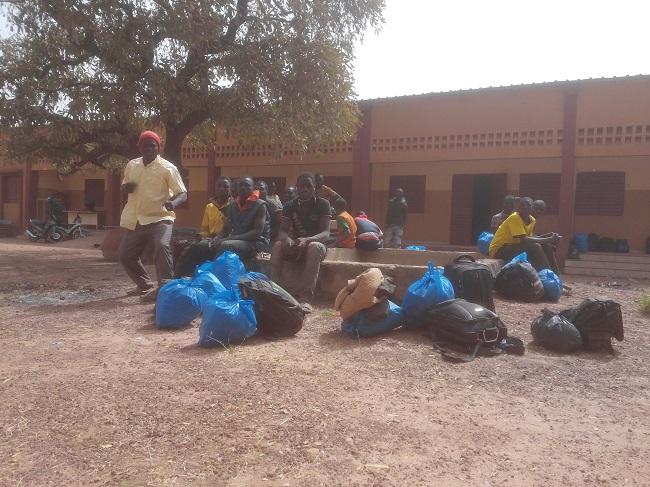 C'est à pieds que ces Burkinabè sont rentré de la Guinée
