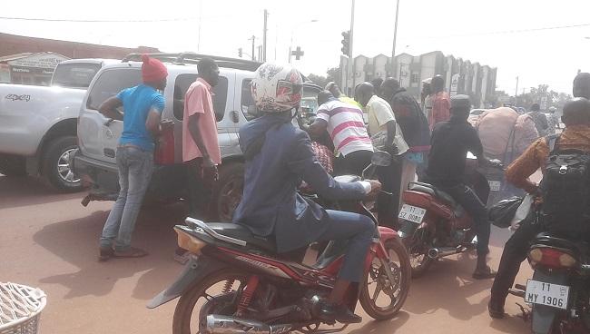 Des passants ont tenté d'arracher l'arme de l'opérateur économique