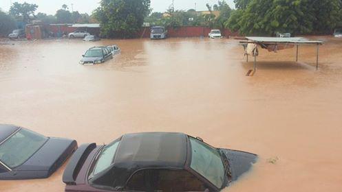Le pont Kadiogo inondé après une pluie à Ouagadougou